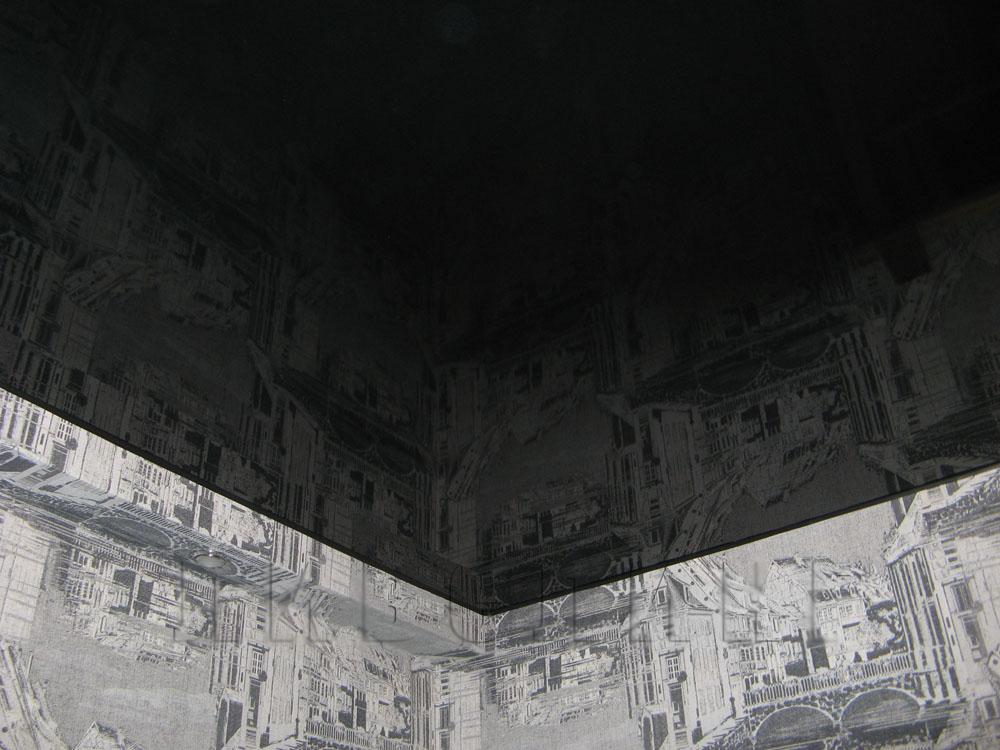 Черный глянцевый потолок фото